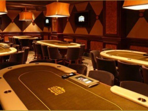 Las 10 cosas que no deben faltar en tu sala de póker