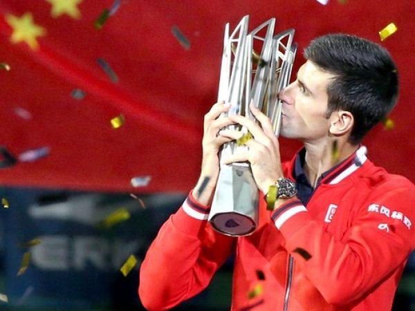 Djokovic vuelve a la competición para ganar en Shanghai