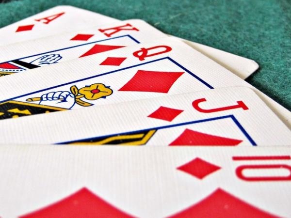 Como jugar según la cantidad de fichas que tienes en póker